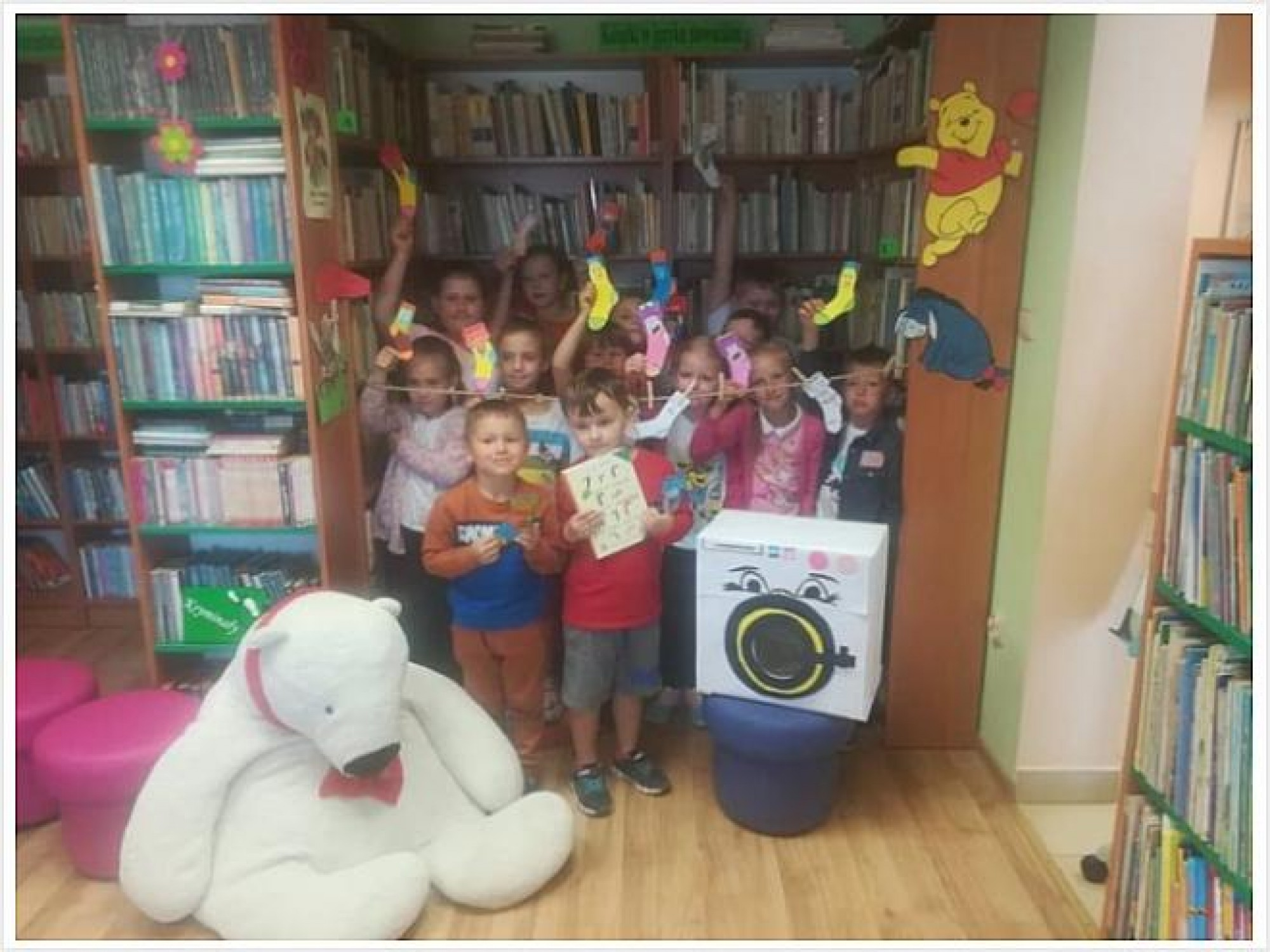 Uczniowie ze Szkoły Podstawowej w Dursztynie z wizytą w Bibliotece Publicznej w Nowej Białej