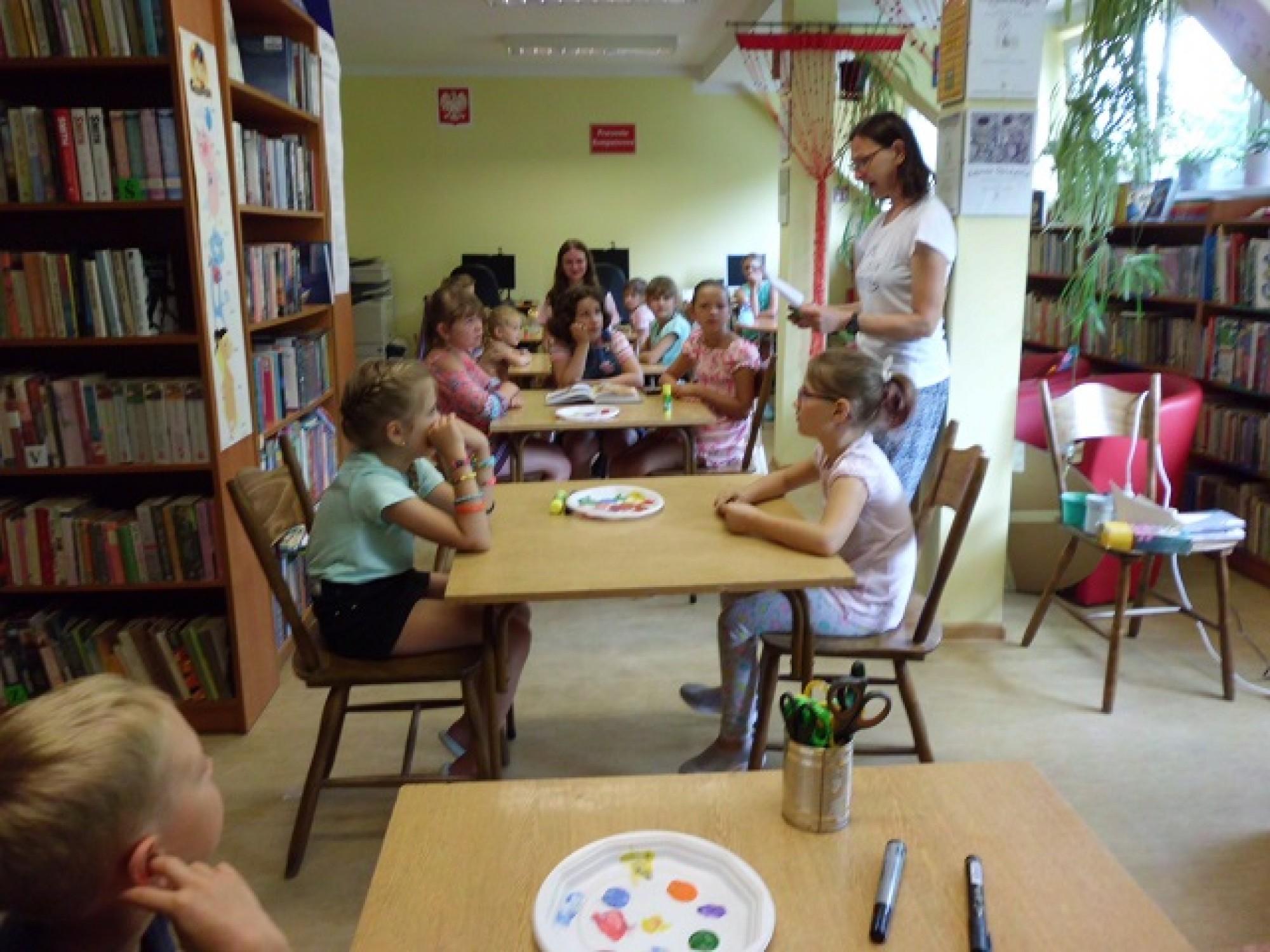 Zajęcia wakacyjne  w Bibliotece Publicznej w Pyzówce